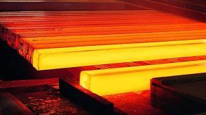 جدال سنگین آب و آتش در یک کارخانه صنعتی