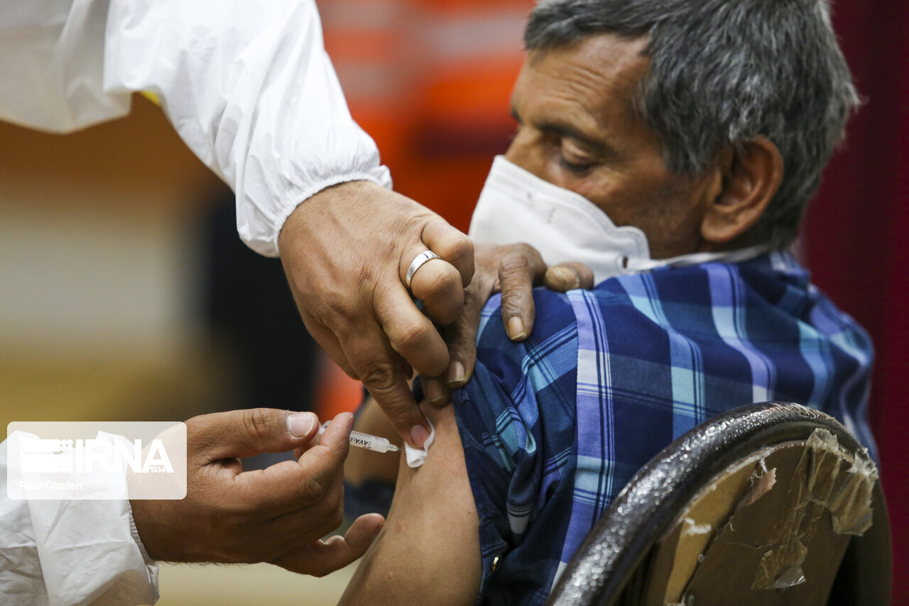 ۴۰ هزار شهروند بالای ۶۵ سال قزوین واکسینه میشوند