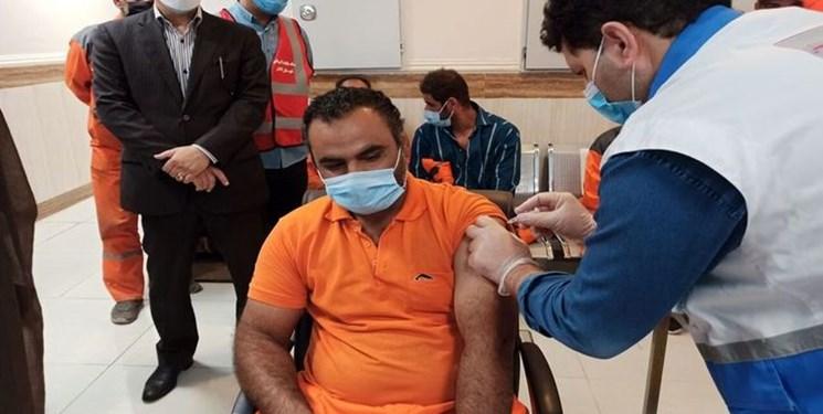 ۴۰۰ کارگر شهرداری خرمآباد واکسینه شدند