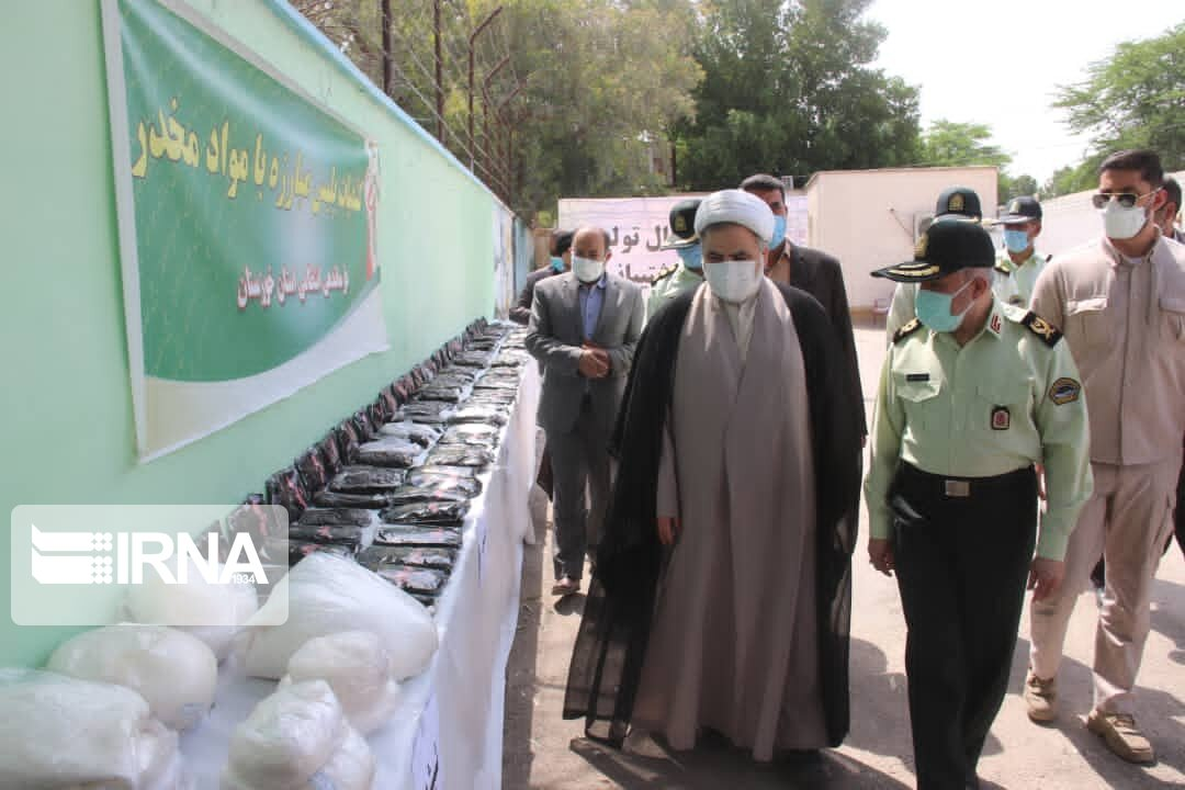 عکس/ کشف یک تن مواد مخدر و ۳۵۰ قبضه سلاح غیرمجاز در خوزستان