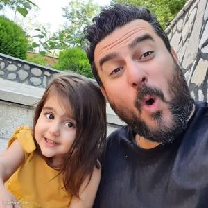 چهره ها/ سرگرمی محسن کیایی و دخترش رز