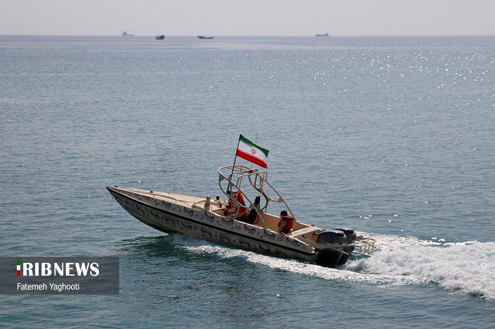 رژه دریایی به مناسبت روز ملی خلیج فارس در جزیره کیش