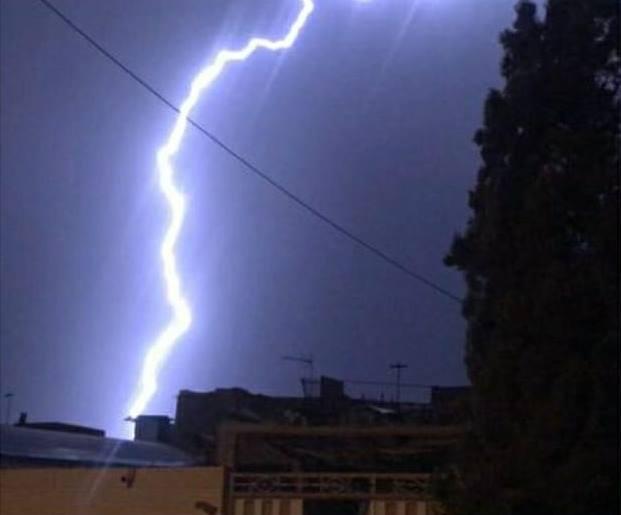 عکس/ رعدوبرقهای شدید شب گذشته در یزد
