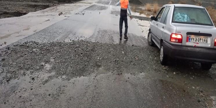 خسارت باران شدید به چند محور روستایی در جنوب کرمان