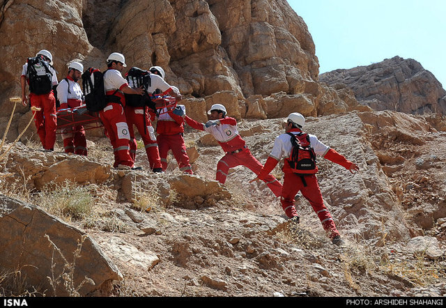 سقوط مرد ۵۰ ساله از ارتفاعات کوه «دیل» گچساران در حین مهار آتش