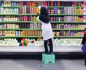 روایتی از وضعیت کارگران زن فروشگاههای زنجیرهای نوظهور