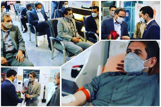 اهدای خون جمعی از معلمان کرمانشاهی در روز نوزدهم ماه رمضان