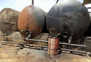 کشف مخازن سوخت قاچاق در یک مزرعه