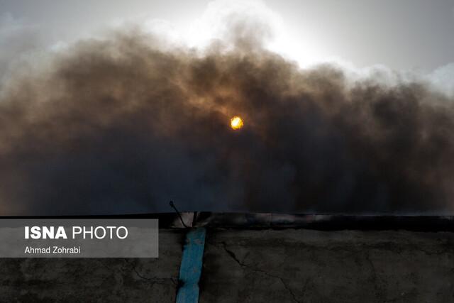 مصدومیت ۶ تن در حریق گسترده کارخانه صنایع شیمیایی