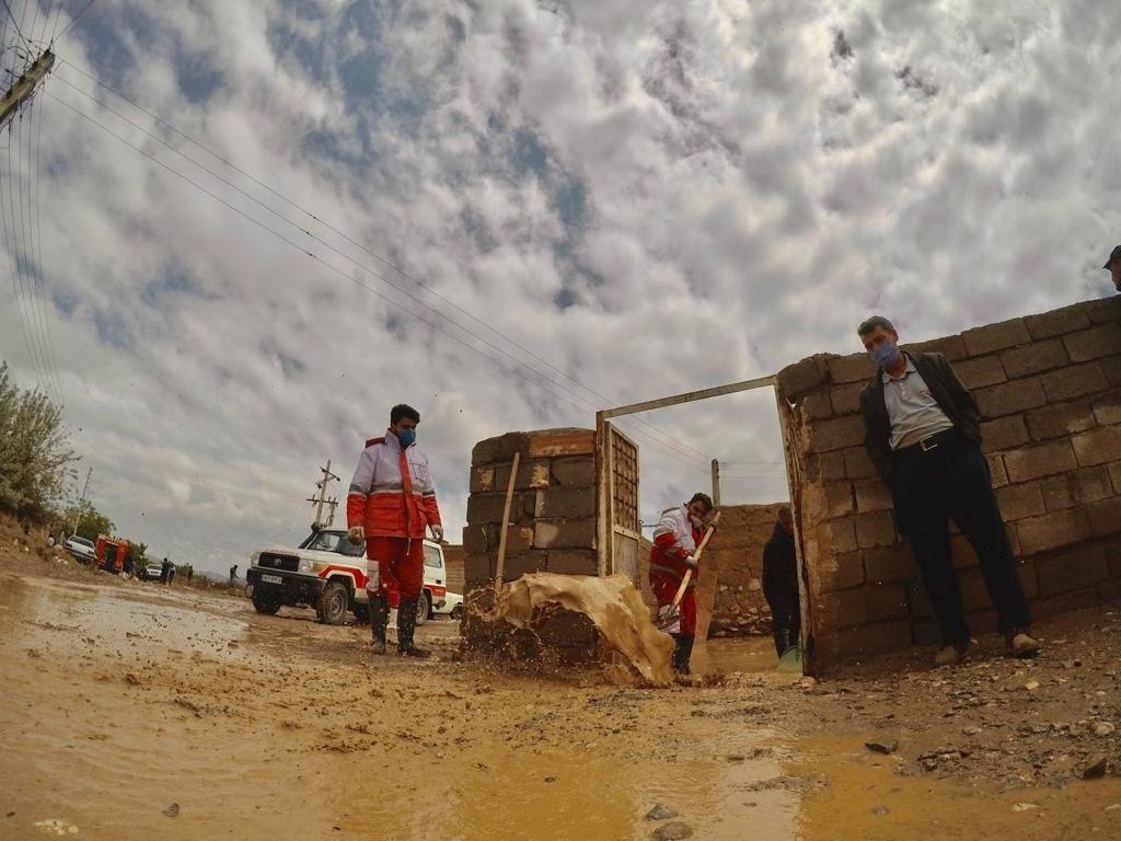 ٣٢٢ بسته امدادی بین سیلزدگان آذربایجانغربی توزیع شد