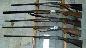 توقیف اتوبوسی حامل ۵ قبضه انواع سلاح شکاری در شاهینشهر
