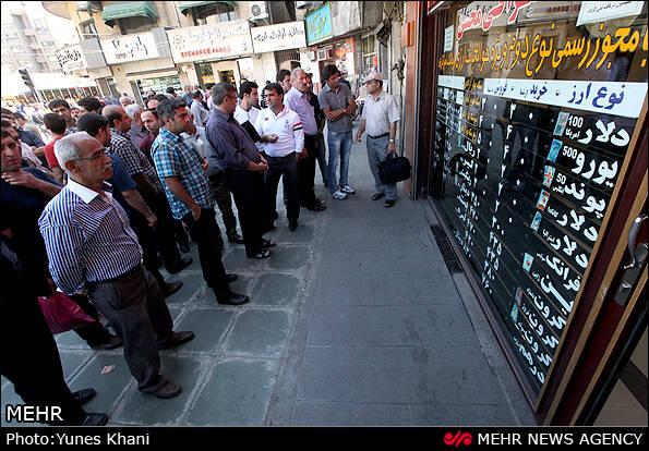 تشکیل صفهای فروش دلار در فردوسی