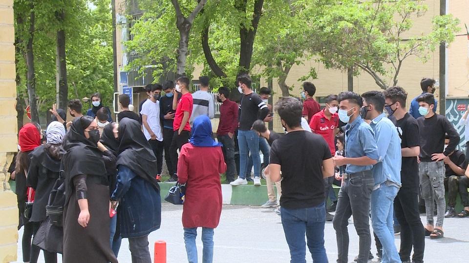 تجمع دانشآموزان چهارمحالوبختیاری در اعتراض به برگزاری حضوری امتحانات