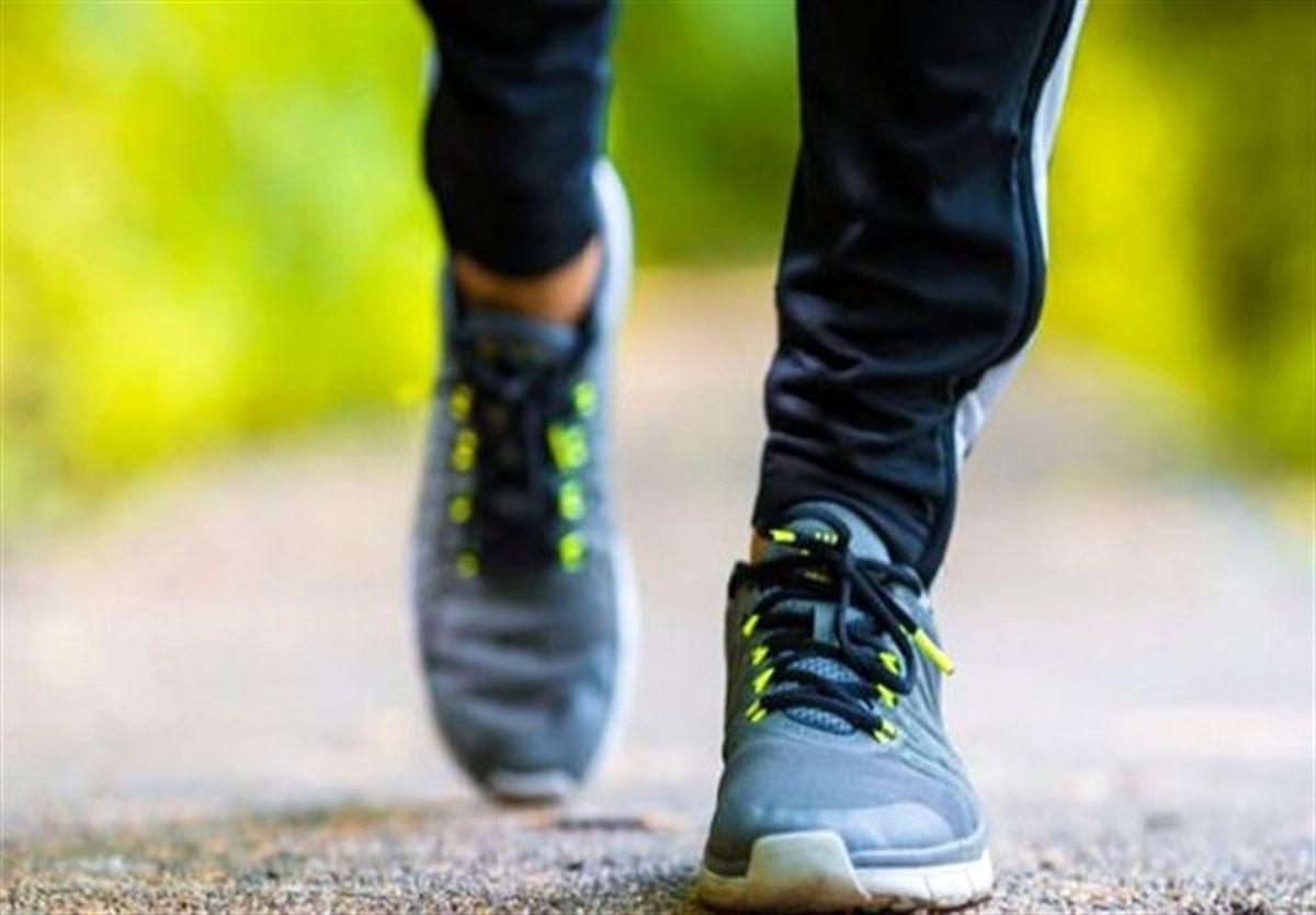 چرا پیاده روی به تنهایی برای تناسب اندام بهتر است؟