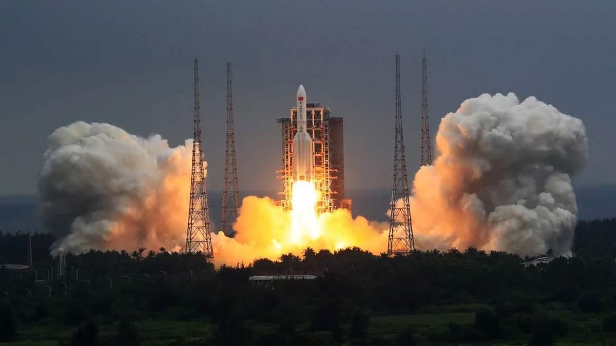 راکت ۲۱ تنی چین بهصورت کنترل نشده داخل جو زمین سقوط میکند