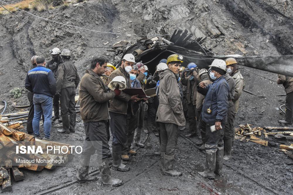 عکس/ چهارمین روز عملیات امداد و نجات کارگران محبوس در معدن طزره