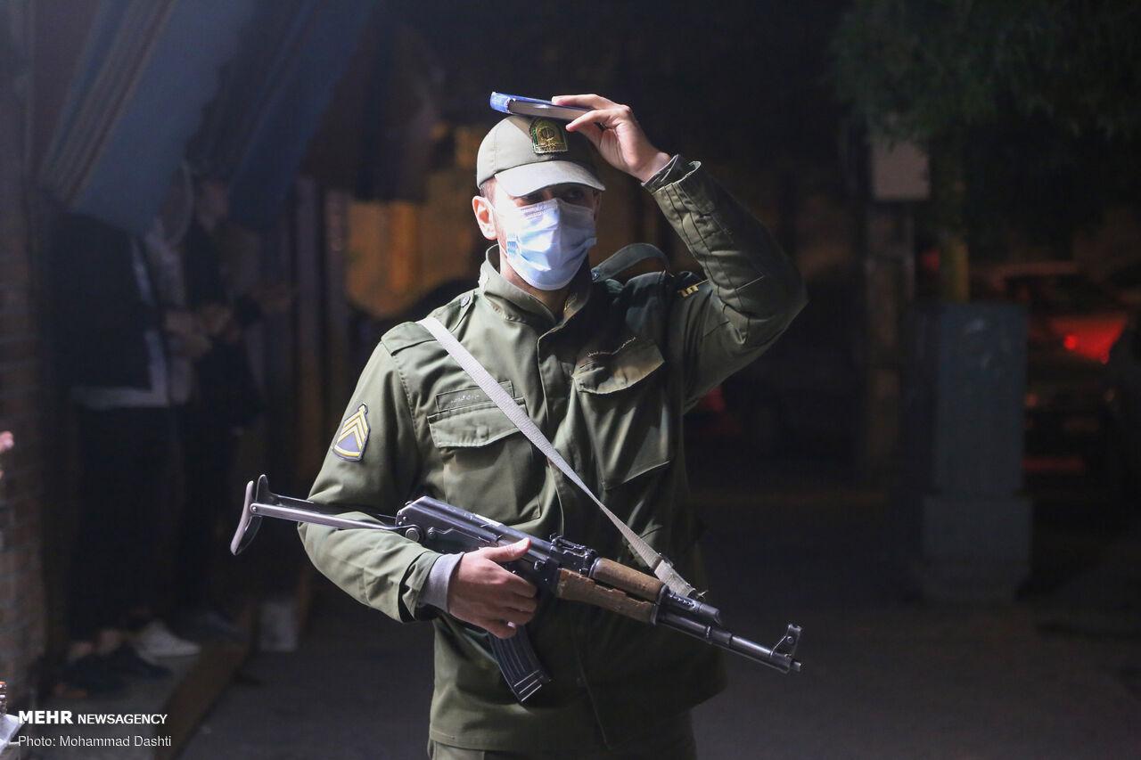 عکس/ قرآن به سر نیروی انتظامی در حین انجام وظیفه