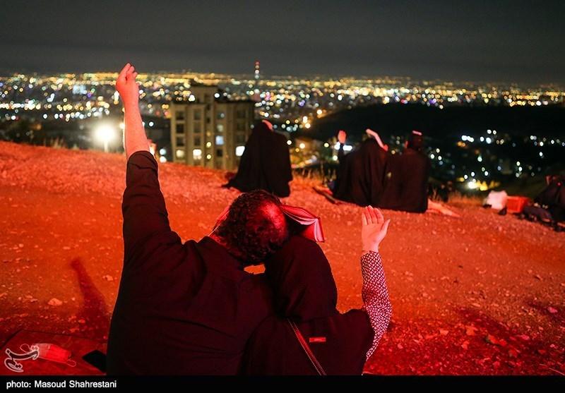 عکس/ تمنا در شب شهادت حضرت امیرالمومنین (ع) زیر آسمان فراخ کهف الشهدا