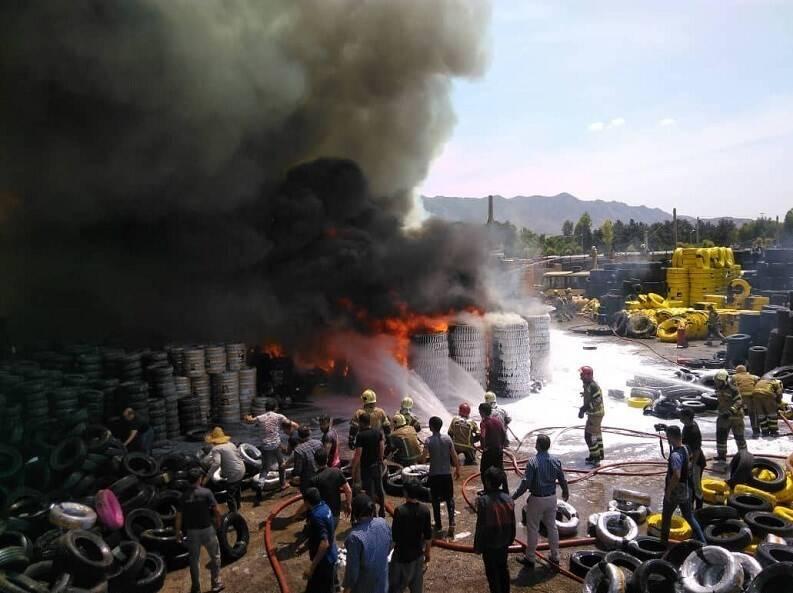 عکس/ آتشسوزی گسترده در بارانداز کالا در مشیریه