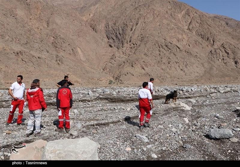 امداد هوایی و زمینی برای جستوجوی مفقودین سیل گلباف؛ اجساد ۶ نیروی اداره برق کرمان پیدا شد