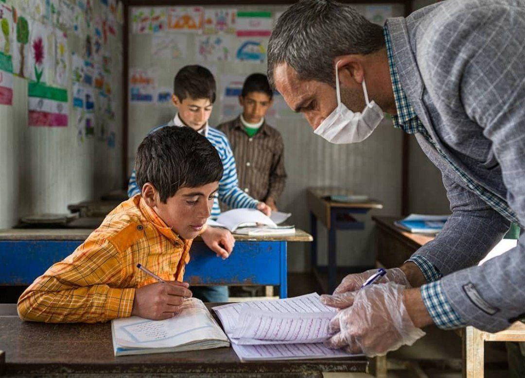 عکس/ ابراهیم تمرزاده، معلم فداکار چالدران