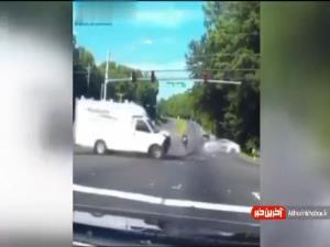 فرار حیرتانگیز موتورسوار از مرگ