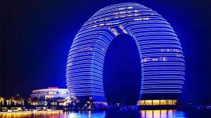هتل لوکسی با ظاهر عجیب در چین