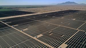 ساخت یک مزرعه بزرگ خورشیدی در صحرای کالیفرنیا
