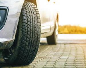 علت لاستیک سایی خودرو چیست؟ چطور از آن پیشگیری کنیم؟