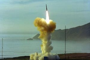 آزمایش ناموفق موشک بالستیک جدید آمریکا در کالیفرنیا