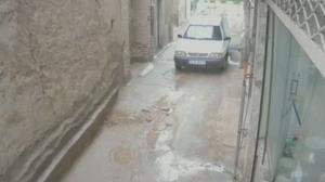 لحظه فروریختن وحشتناک دیوار در پی بارش شدید باران در بشرویه