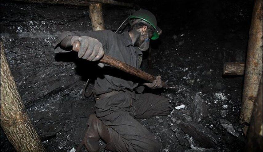 اخلال سنگها در مسیر امدادرسانی به معدنچیان گرفتار در معدن