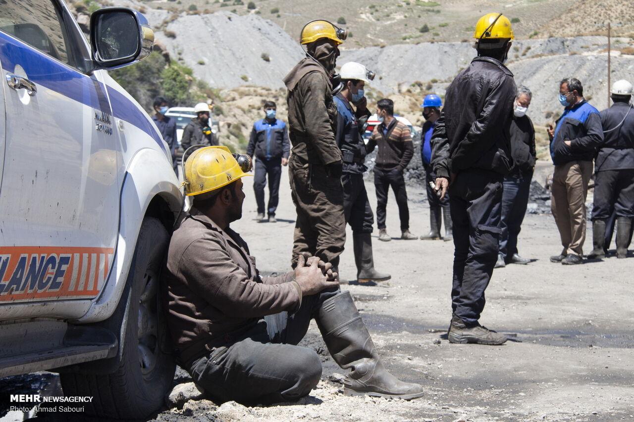 عکس/ ۱۲۰ ساعت بیخبری از ۲ معدنچی محبوس در طزره