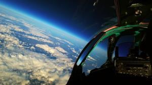 لحظاتی جادویی از پرواز جنگنده «میگ» در جو زمین