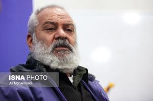 آوازخوانی استاد آهنینجان در بیمارستان برای پرستاران