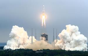 موشک فضایی غولپیکر چین سرگردان در آسمان با مکان فرود نامعلوم!