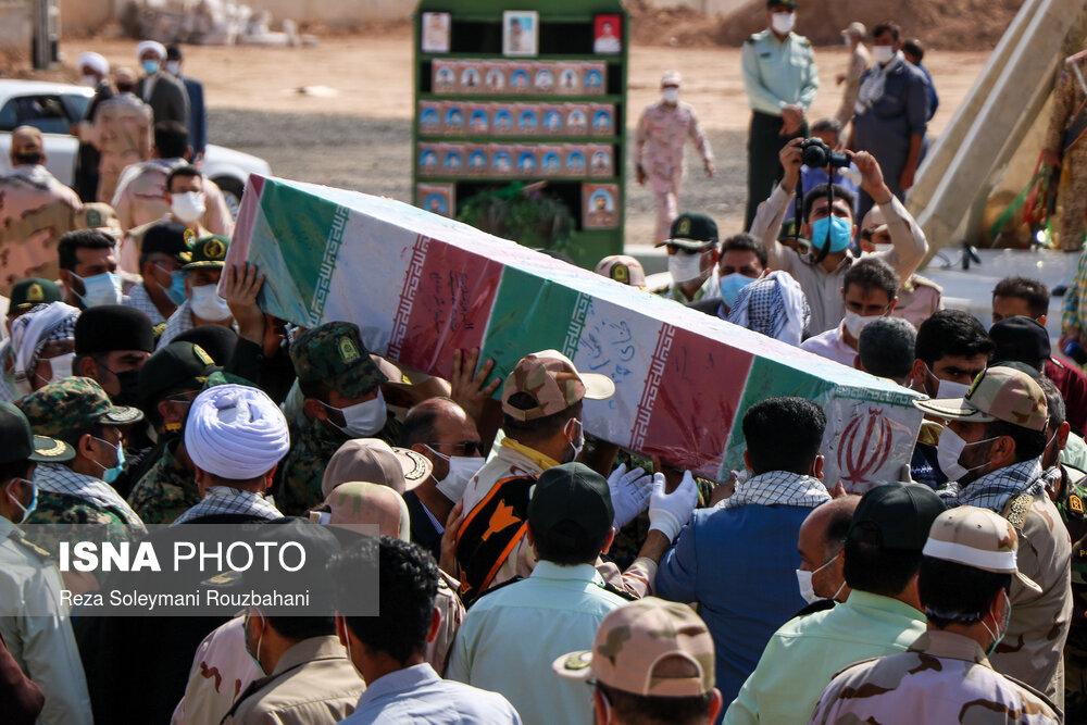 عکس/ تشییع پیکر شهید گمنام ۱۷ ساله در ستاد مرزبانی خوزستان