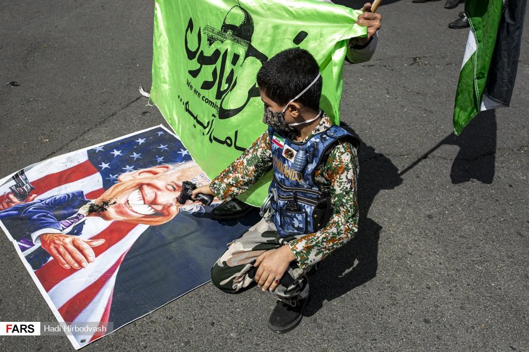اقدام نوجوان تهرانی با پوشش نظامی در روز قدس