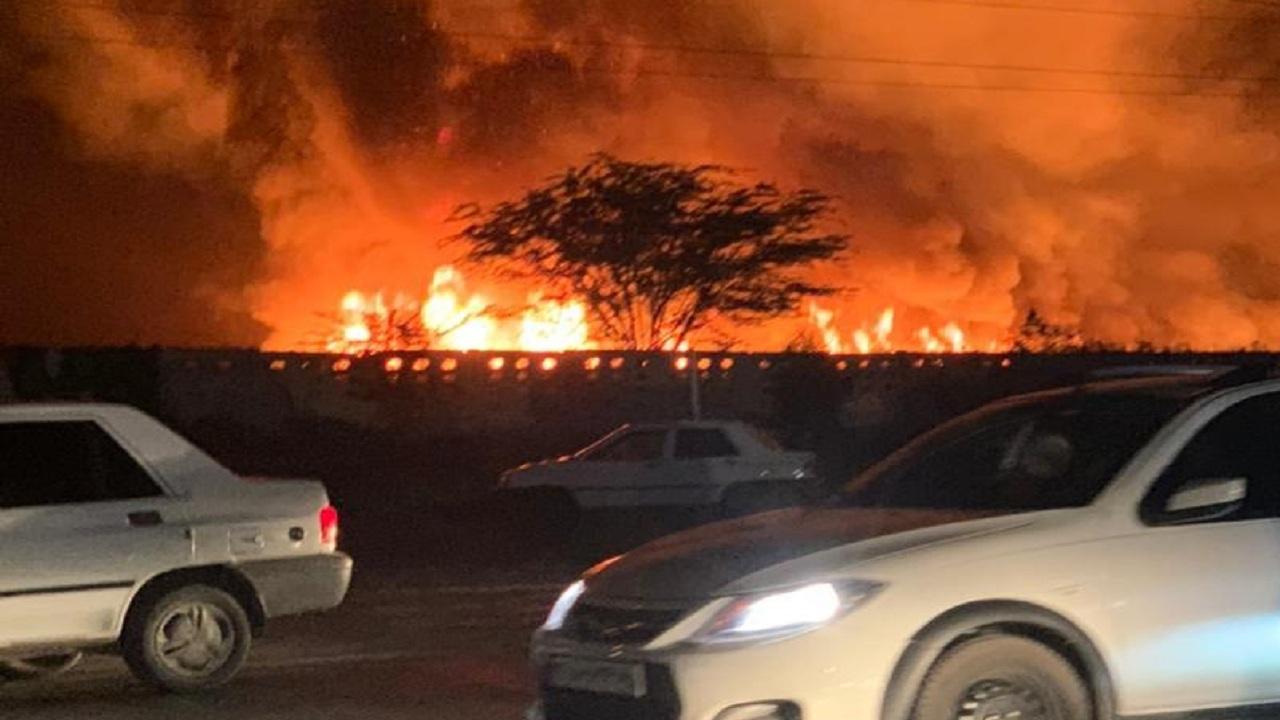 وقوع آتشسوزی در نیزارهای مسیر خروجی بوشهر
