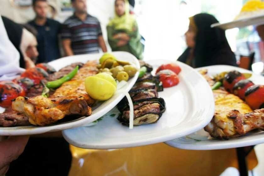 سوسک، عامل تعطیلی یک رستوران در همدان