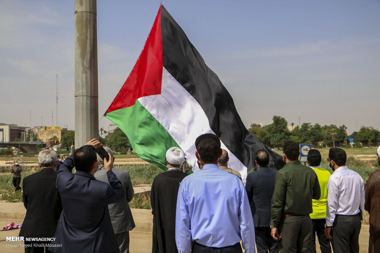 اهتزاز پرچم فلسطین در پارک جزیره اهواز