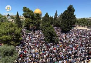شکوهِ حضور ۷۰ هزار نمازگزار فلسطینی در مسجدالاقصی
