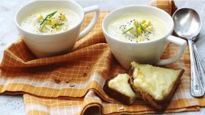 طرز تهیه سوپ ذرت و سیبزمینی با خامه ترش؛ یک پیشنهاد عالی