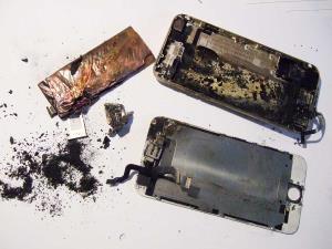 انفجار باتری آیفون ۶ باعث صدمه جانی شد