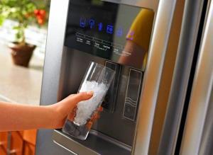 بهترین روش های رفع بوی بد آبسردکن یخچال