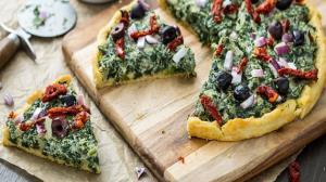 طرز تهیه پیتزا اسفناج با پنیر؛ طعمی متفاوت و به یاد ماندنی