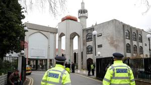 حمله اسلام ستیزان به مسجدی در لندن