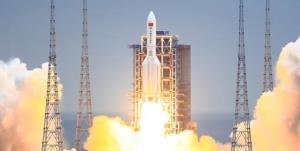 پکن: بیشتر بقایای موشک چینی با ورود به جو زمین میسوزد
