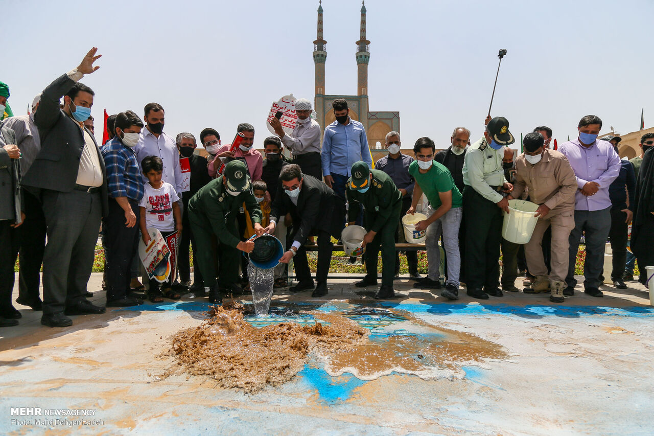 عکس/ از بین بردن اسرائیل با یک سطل آب
