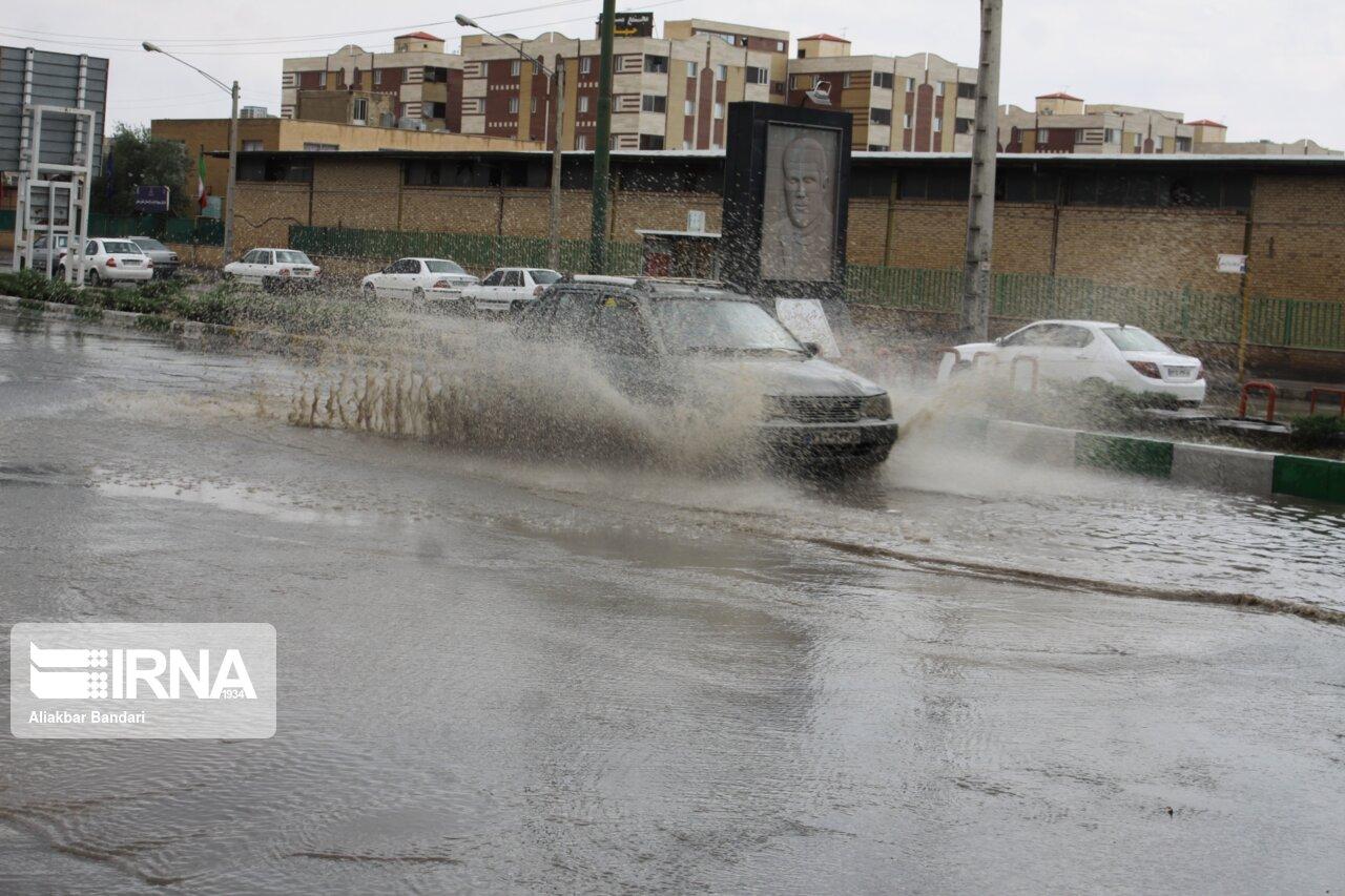معابر شهرک پردیسان قم به علت آبگرفتگی مسدود شد